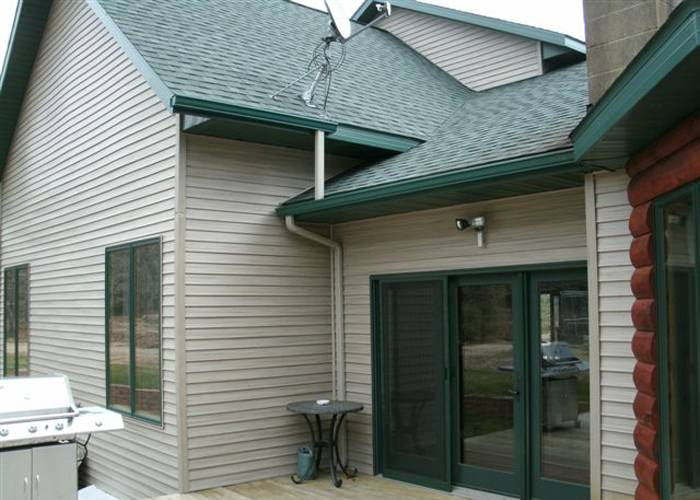 Seamless Gutters, Green/Claystone